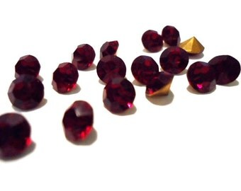 Vintage Glass Round Ruby Red colour foiled rhinestone Chaton approx 6mm - 6 pieces.