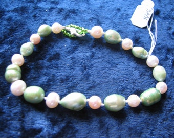 Green and White Freshwater Pearl Bracelet