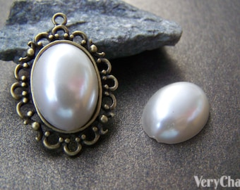 10 pcs of Resin Pearl White Oval Cameo Cabochons 13x18mm A3627