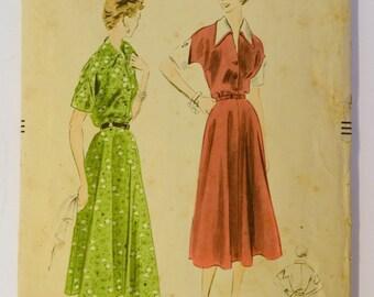 """1950s vintage original Vogue 7971 sewing pattern ladies v-neck dress Bust 38"""""""