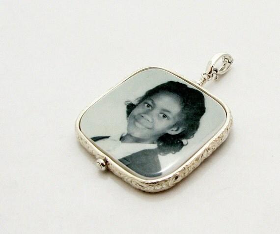 Photo Pendant, Custom Photo Jewelry, Personalized Keepsake Jewelry - Large - FP1FR