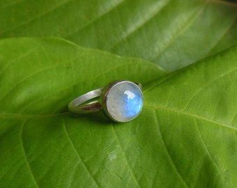 Rainbow Moonstone ring - Stackable ring - Gemstone ring - Round ring - Artisan ring - Silver ring - Gift for her