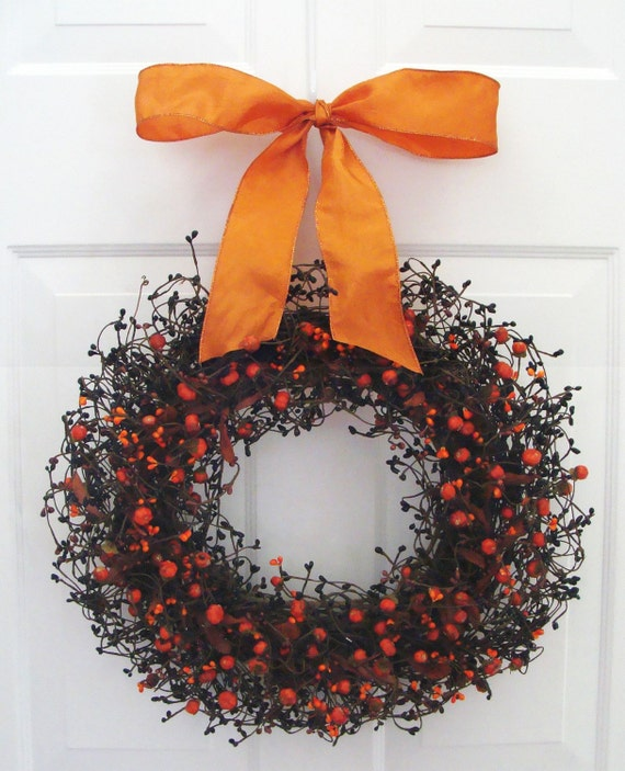 Halloween Decor, Mini Pumpkin Halloween Wreath, Halloween Decoration, Berry Wreath with Ribbon, Berry Wreath, Fall Wreath