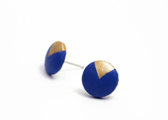 Geomeric stud earrings with gold triangle motif - navy blue, gold - minimalist, modern hand painted wooden jewelry