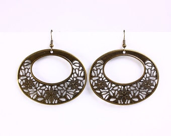 Antique brass oval flower drop earrings (533) - Flat rate shipping