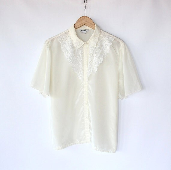 Vintage 80s Ivory Lace Collared Doily Blouse // Silky Fancy Button Up