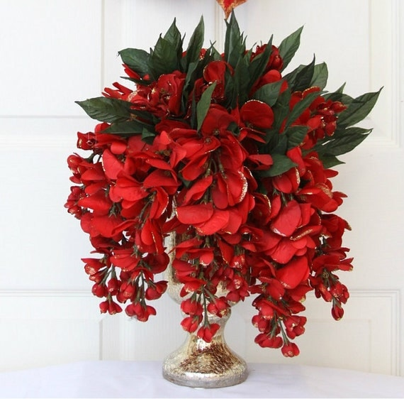Santa s favorite red and gold holiday centerpiece
