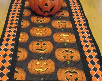 Quilted Pumpkin Table Runner