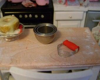 1:12 Scale - PASTRY BLENDER - Vintage Style Kitchen Utensil - Dollhouse Miniature