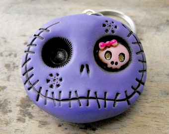 Super cute round skull in purple. An adorable dead guy with a mini pink skull in his eye. Brooch, keychain, pendant or magnet (you choose)