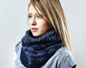 Houndstooth Cowl in Navy and Blue
