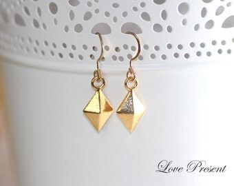 Christmas Dangle & Drop Weights Earrings - Rock N Roll and Punk Pyramid dangle earrings  -  Color Gold