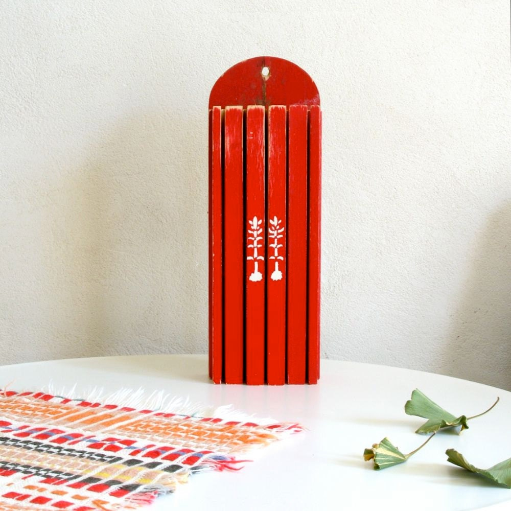 Vintage knife block bright red classic kitchen wall decor for Red kitchen wall art