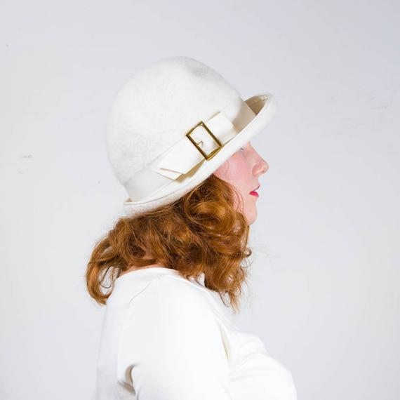 vintage 1960s hat / cloche / Corona
