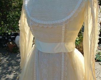 Wedding dress 1970s vintage hippie boho chioc prairie victorian style wedding gown