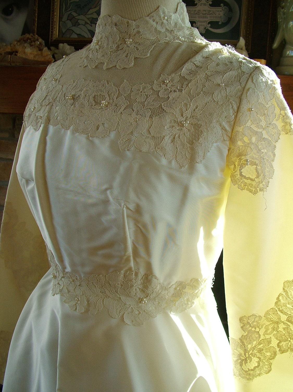Wedding dress 1970s vintage satin alencon lace tradtional