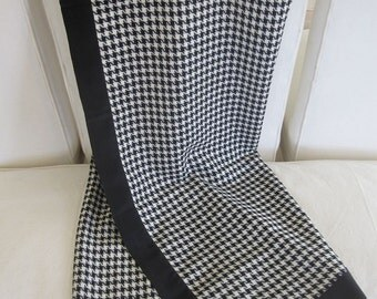 Giorgio Armani Black and White Hounds Tooth Check Oversized Wool Shawl Scarf