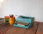 Vintage 1955 Aqua Robins Egg Blue Royal Quiet De Luxe Typewriter