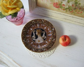 Minton Queen Victoria Plate for Dollhouse