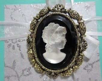 Vintage Brooch Girl Cameo
