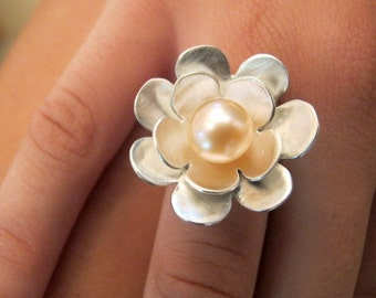 Statement ring/ Sterling Silver Pearl Ring/ Flower Ring with Freshwater Pearl