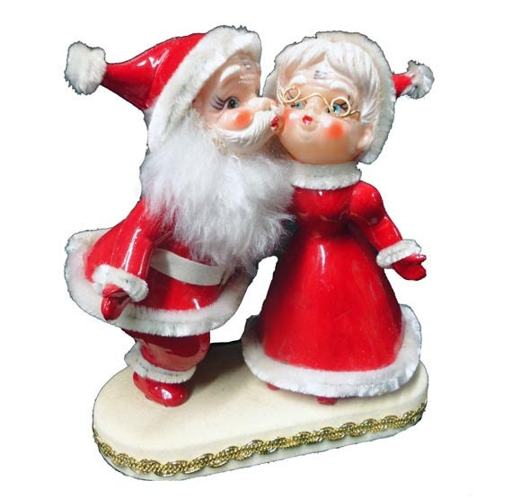 Lot Of 5 Vintage Christmas Decorations Kitsch Santa Claus: Vintage Santa Claus Mrs Claus Kissing Mr And Mrs Claus