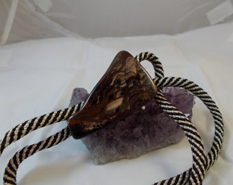 Agate Bow low Tie