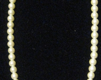 Vintage Faux Pearl Drop Down Necklace-Naples