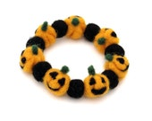 Jack o Lantern bracelet - Halloween Jewelry - Orange Black felt pumpkin beaded bracelet -  Cute Halloween accessoiries