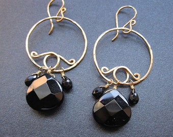 Hammered swirl hoops with black onyx, Nouveau 38