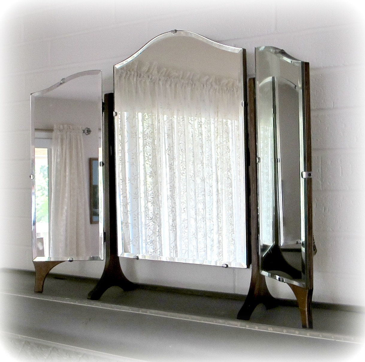 antique mirror trifold dresser or vanity mirror with three. Black Bedroom Furniture Sets. Home Design Ideas