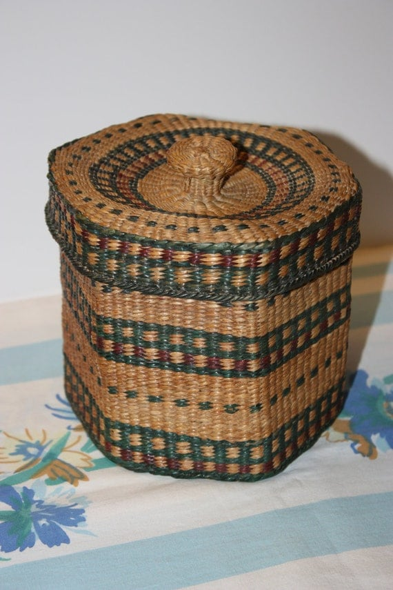 How To Weave A Sweetgrass Basket : Vintage nice woven sweetgrass basket with lid