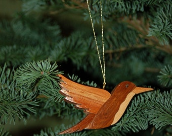 HUMMINGBIRD CHRISTMAS ORNAMENT Carving.  Beautifully depicted, with lots of personality for the bird lover on your holiday list.