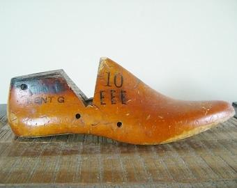 Large 10 Mens Size Antique Wooden Shoe Form