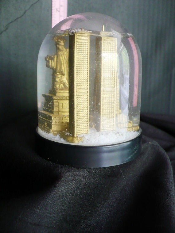 New York Snowglobe with Iconic Buildings
