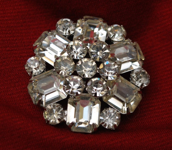 Vintage Weiss Rhinestone and Glass Brooch free shipping us only