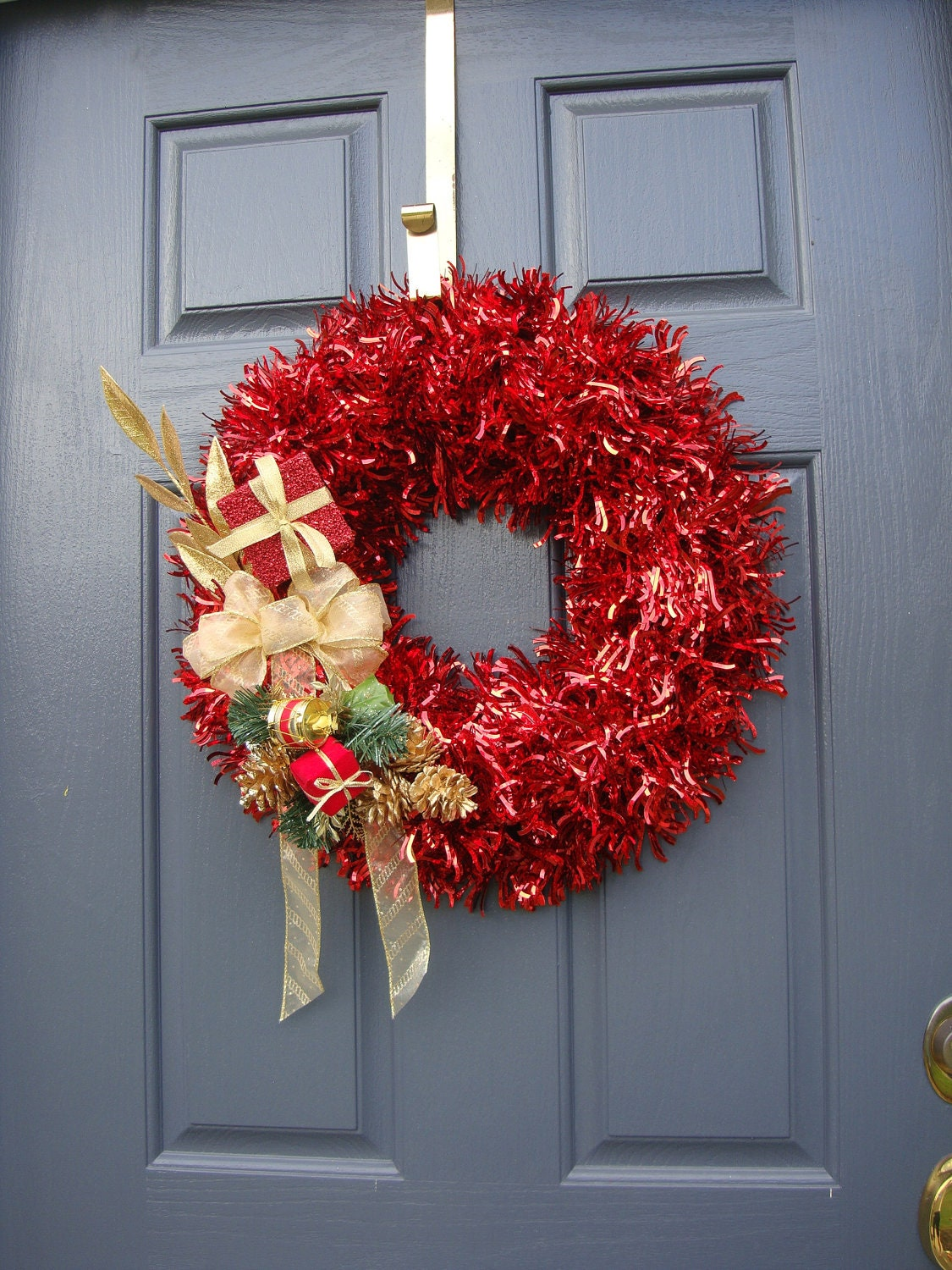 on sale red christmas wreath red tinsel wreath tinsel door. Black Bedroom Furniture Sets. Home Design Ideas