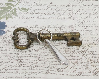 Key Ring Handcrafted Vintage Spoon Handle Oneida Tudor Plate Dutchess Pattern Upcycled Silverware Flatware 1920s