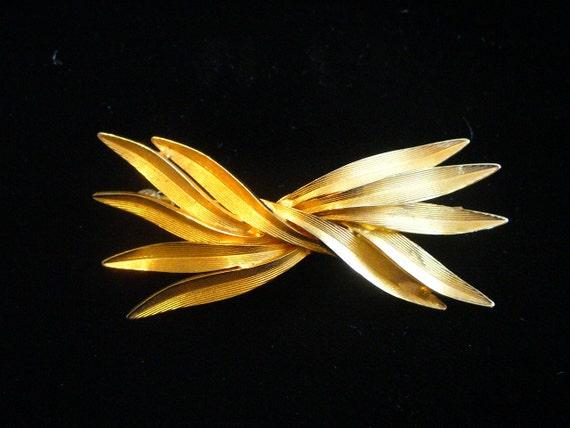 Pretty Goldtone Pin