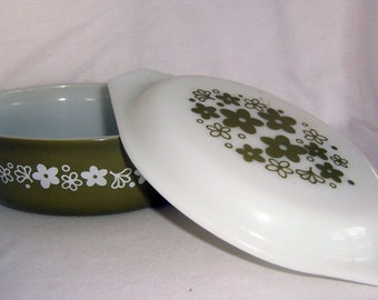 Pyrex Crazy Daisy Casserole & Lid 1.5 Quart Vintage 1970s Avocado Green Floral Kitchen Bake Ware USA