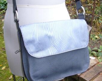 """Silver Wave """"iSatchel"""" Messenger Bag"""