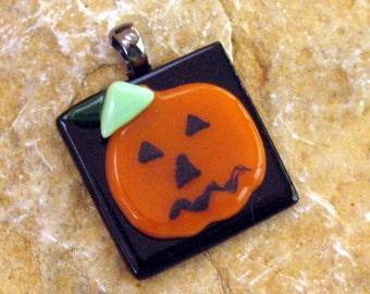 Halloween Pendant, Pumpkin Pendant, Jack O Lantern Fused Glass Pendant, Halloween Jewelry, Halloween Pumpkin Pendant