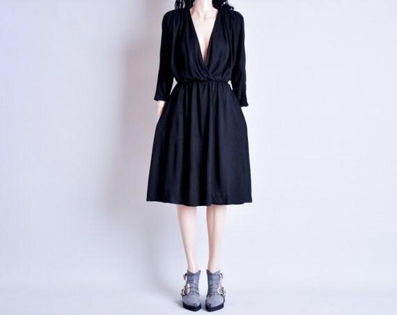 black deep v wrap dress / strong shoulder / s / m