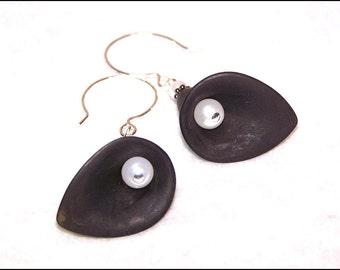 Black lucite calla lilly and white pearl flower beaded earrings - dangle earrings - drop earrings - gift