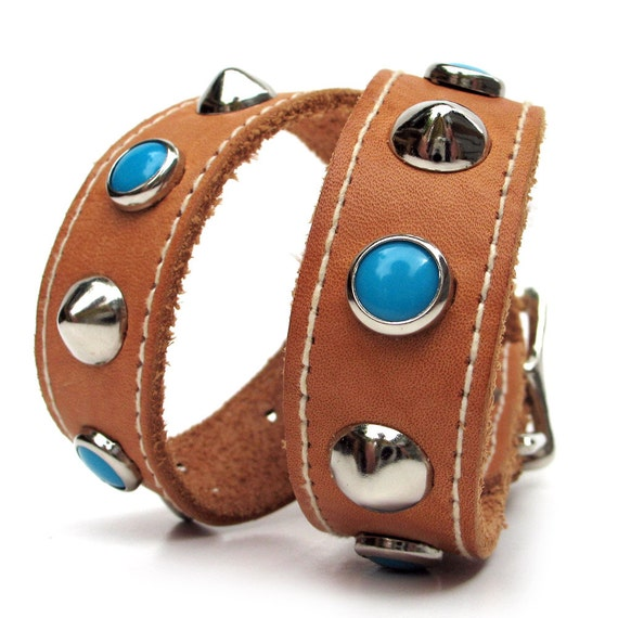 Leather Dog Collar with Contrast Stitching and Turquoise & Silver Studs // to fit a 15-18in Neck // Size M // Medium Dog,