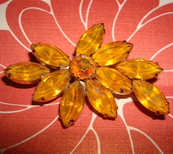 Lovely Vintage Amber Colored Rhinestone Brooch