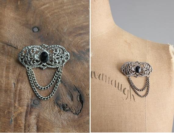 1930s vintage art deco medallion brooch