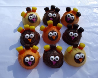Cake Balls: Edible Thanksgiving Treats in turkey shapes and favorite cake flavors. Candy cake cake truffles