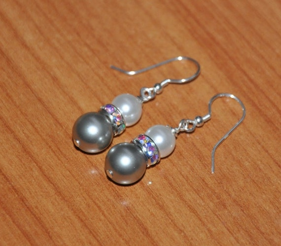 Sterling silver and Swarovski pearls dangling earrings- white, light grey