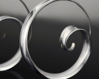 Anticlastic spiral hoop earrings - Bright silver